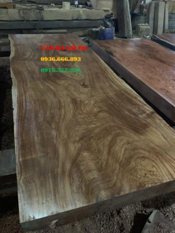 Mặt bàn gỗ gõ đỏ đường nét tự nhiên